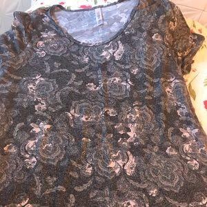 EUC Lularoe Classic t-shirt in size Large
